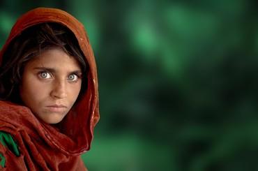 """Aleja gwiazd: Steve McCurry i """"Afgańska dziewczyna"""""""