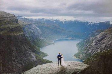 Pokonali 14-godzinną wędrówkę, by zrobić plener ślubny w wybranym miejscu. Zdjęcia zachwycają!