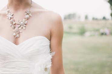 Znaczenie biżuterii dla ślubnej stylizacji