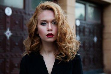 Niezbędne kosmetyki do stylizacji i koloryzacji w salonach fryzjerskich
