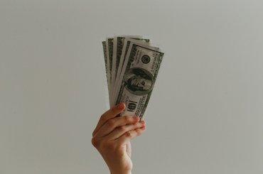 Kredyt gotówkowy nie musi być drogi. Poradnik Totalmoney