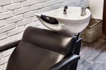 Fotel fryzjerski: klasyka kontra  nowoczesność