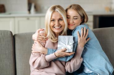 Podziękuj mamie wyjątkowym prezentem. 5 pomysłów na Dzień Matki