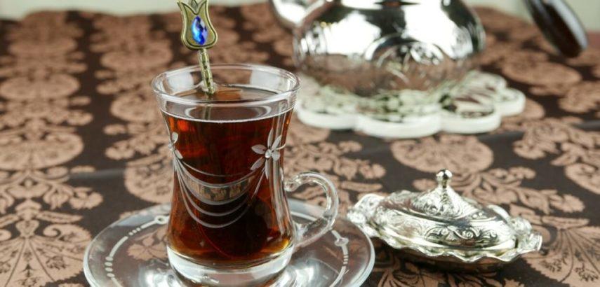 Parzenie herbaty po turecku