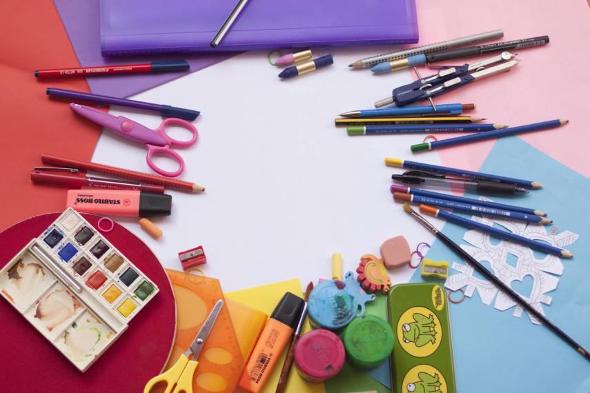 kredki, farby, flamastry